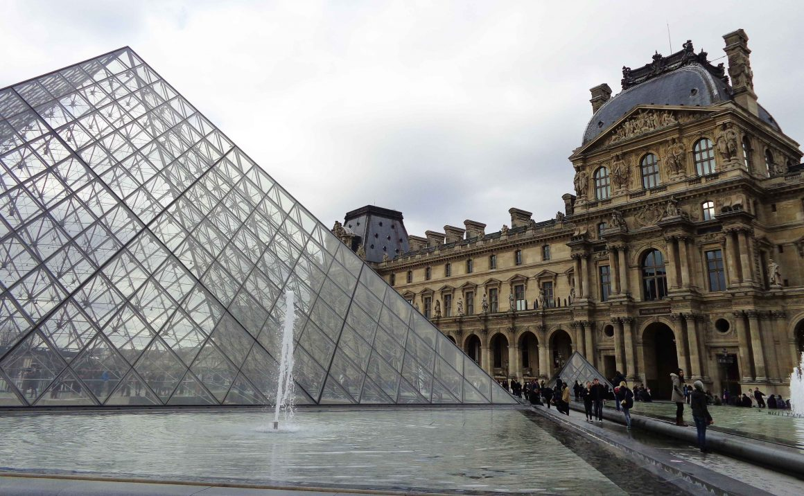 Louvre in parijs