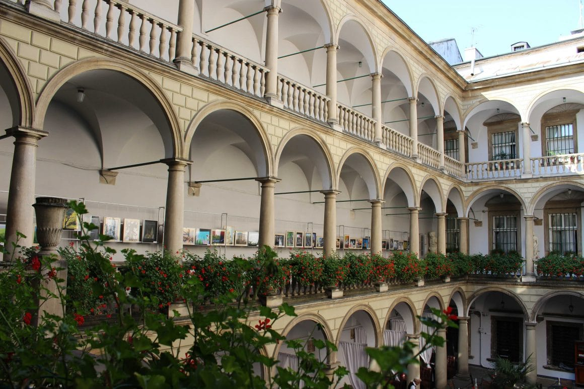 Lviv courtyard oekraine