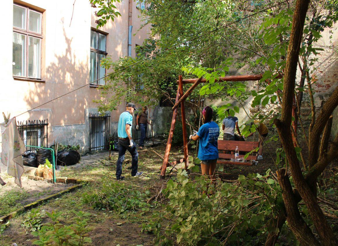 Oekraine Lviv volunteer