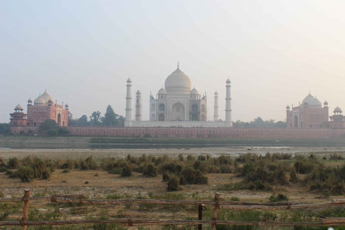Agra Taj Mahal waterkant