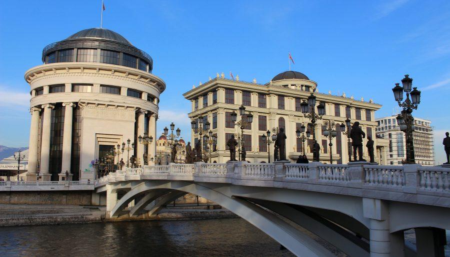 Wat te doen in Skopje: de meest kitscherige stad van de Balkan