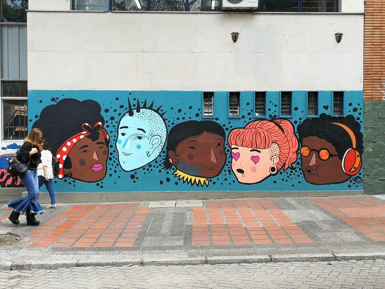 Street art in Medellin hoofden