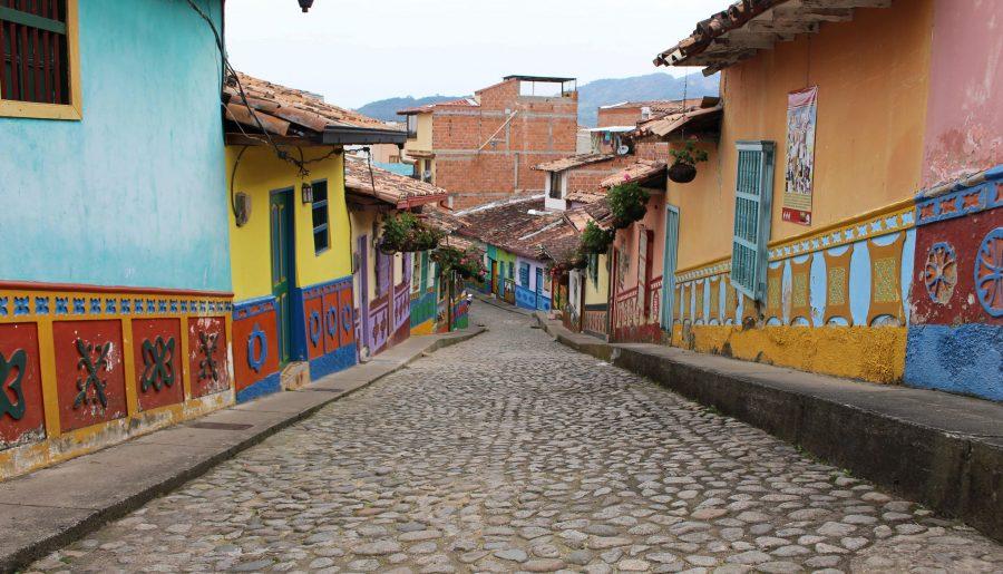 Dagtrip vanaf Medellín naar Guatapé, het kleurrijkste dorp van Colombia