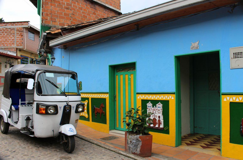 guatape colombia tuktuk
