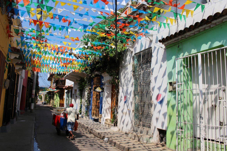 Vlaggetjes straten getsemani colombia