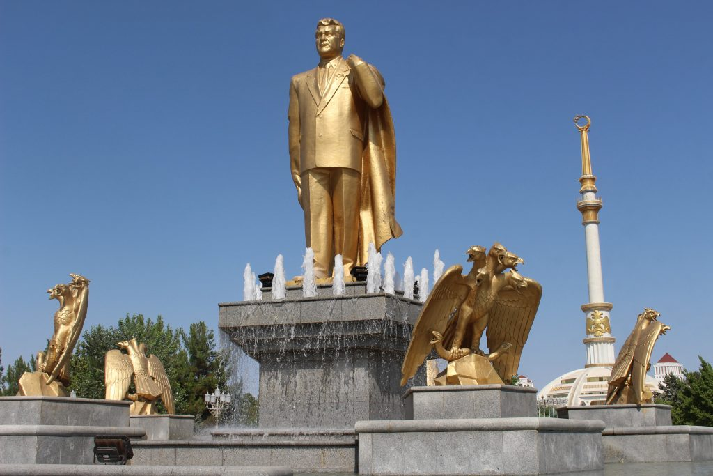 Standbeeld president Turkemenistan