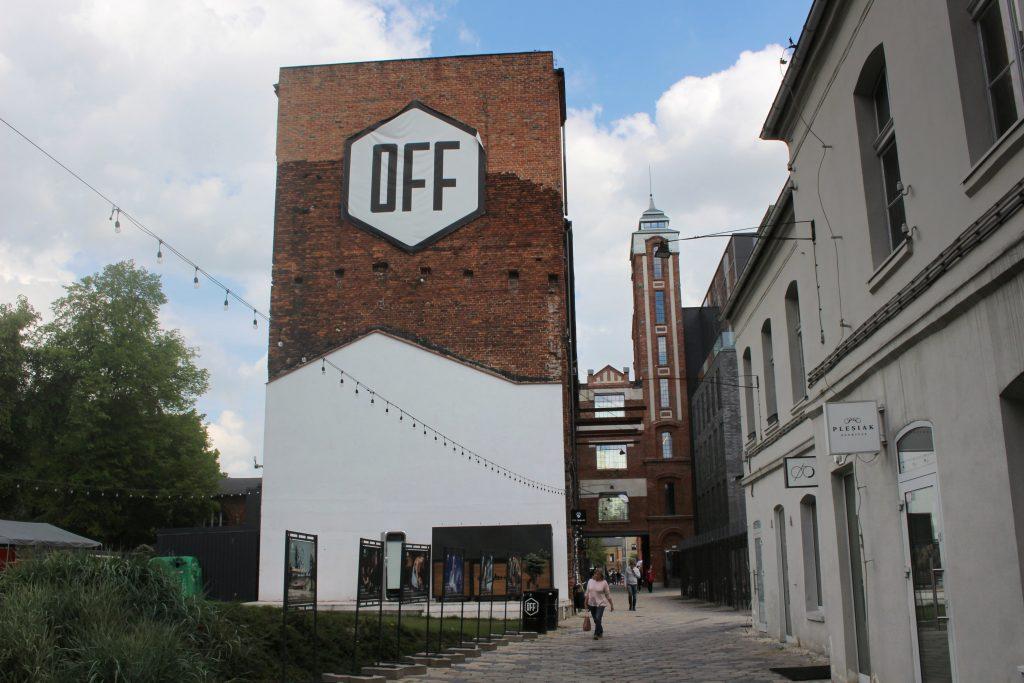 Off Piotrkowska street Lodz ingang