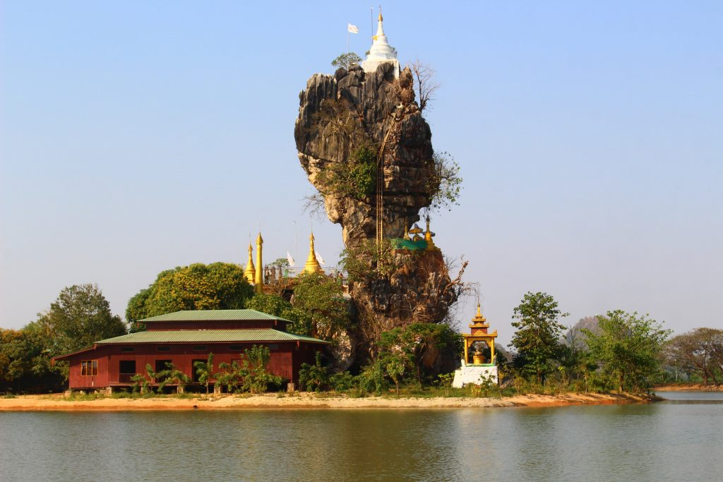 Hpa An temple on rock